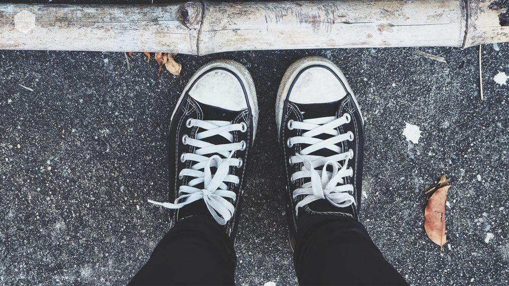 Sneaker สีดำสุดคลาสสิก_cover